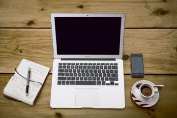 Komputer, notatnik i kawa
