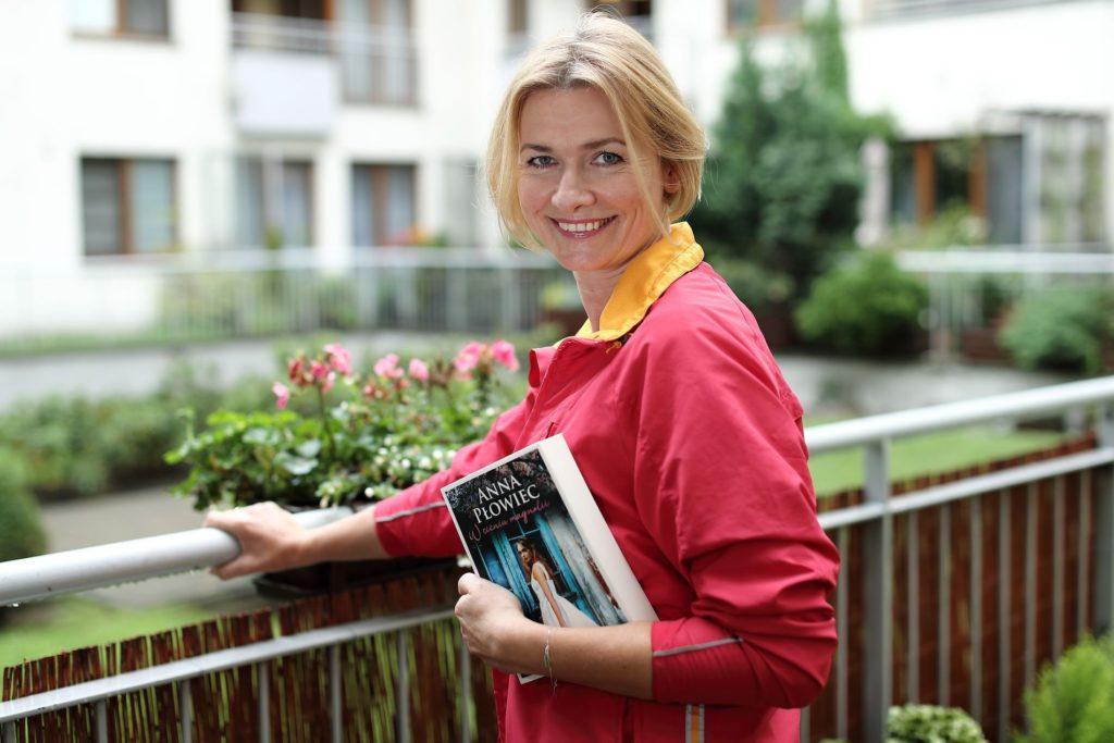 Anna Płowiec ze swoją debiutancką książką